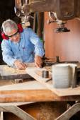 Carpenter Using Bandsaw To Cut Wood — Foto de Stock