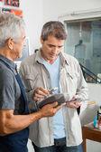 Man Paying Through Smartphone In Hardware Store — Stockfoto