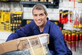 Worker Lifting Tool Package In Hardware Shop — Stock Photo