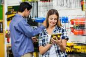 Couple Looking At Products In Hardware Store — Stock Photo