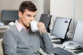 Customer Service Representative Having Coffee — Stock Photo