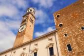 Torre dei Lamberti in Piazza delle Erbe, Verona, Italy — Stock Photo