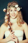 Smiling woman with natural makeup, spring season fashion — Stock Photo