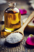 Sea salt and aromatic oil — ストック写真