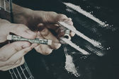 The man's hand and cocaine — Stock Photo