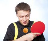 Man playing ping pong — Stock Photo