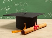 Gortarboard and graduation scroll — Stock Photo