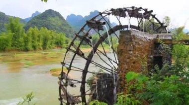 Bamboo water wheel — Stock Video