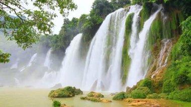 Ban Gioc waterfall — Stock Video