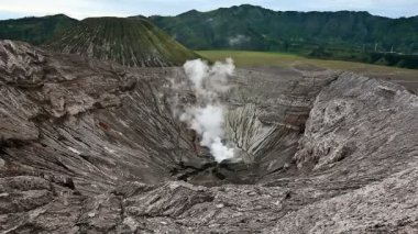 Panoramic view from the Bromo crater. — Stock Video