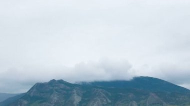Cloudscape over mountain — Vídeo de Stock