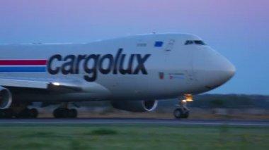 Cargo plane — Стоковое видео