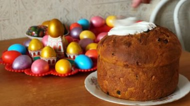 Easter cake smeared with cream — Stock Video