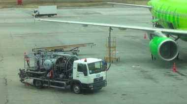 Aircraft fueling — Stock Video