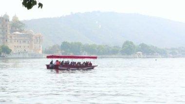 Tourists boat — Vidéo