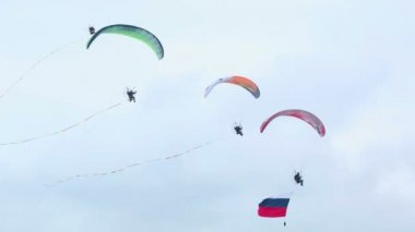 Moto paragliders — Stock Video
