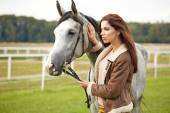 Woman with beautiful horse — Stockfoto
