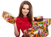 性格开朗的圣诞老人 helper 女孩与礼品盒 — 图库照片