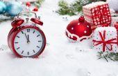 Vintage alarm clock in the snow — Stock Photo