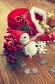 Decoration snowman with pine and snowflakes — Fotografia Stock