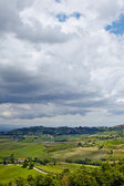 Landscape with rolling hills and beautiful cloudscape — Stock Photo