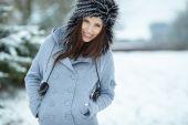 Portrait de jeune femme hiver — Photo