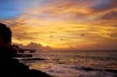 Amazing beach with beautiful breaking waves — 图库照片