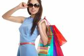 Красивая женщина с сумки над белой — Стоковое фото