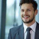 schön lächeln zuversichtlich Geschäftsmann — Stockfoto #71079741