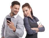 Coppia attraente prendendo una selfie insieme — Foto Stock