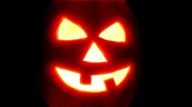 Halloween pumpkin jack-o-lantern candle lit — Stock Video