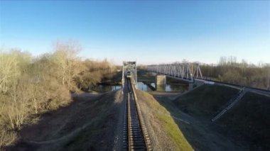 Train goes over the bridge, filming from the top — Stock Video