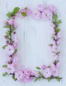 Marco de flores en blanco madera — Foto de Stock