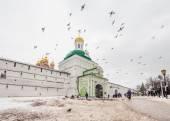 Many people visit Trinity Sergius Lavra — Stock Photo