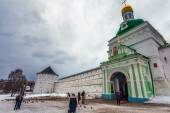 Many people visit Trinity Sergius Lavra — Stock Photo