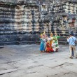 Apsara dancers performs for tourists at Angkor Wat temple — Stockfoto #53331459