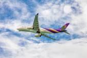 Thai Airways plane in sky — Foto de Stock