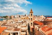 View on Naples old town under blue sky — Stock Photo