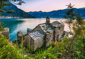 The old church overlooking the sea — Stock Photo