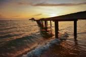 Puesta de sol sobre el mar. — Foto de Stock