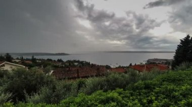 Thunderstorm and cloudscape above sea bay in daylight, panoramic view. Time lapse. — Stok video