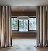 Interior of empty room with windows — Stock Photo