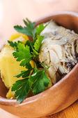 Pesce con patate lesse e prezzemolo — Foto Stock