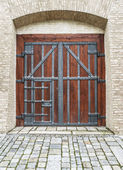 Door in an ancient fortress — Stock Photo