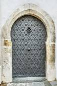 Metal door in an ancient fortress — Stock Photo