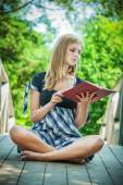 Young woman reading book — Stock Photo