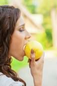 Beautiful woman biting green apple — Stock Photo