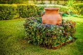 Clay old pitcher on lawn — Stockfoto