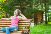 Girl sits on bench — Stock Photo
