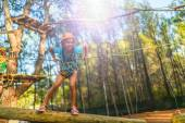 Girl climbing in adventure park — Stock Photo